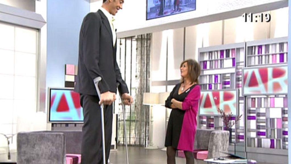 El hombre más alto del mundo en 'AR'