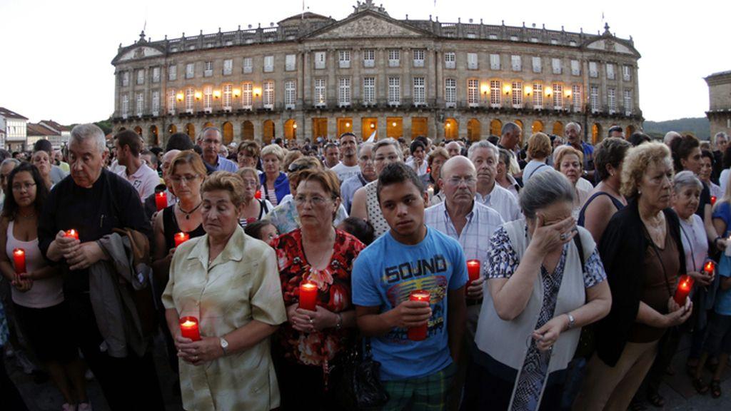 Vigilia en memoria de las víctimas del tren descarrilado en Santiago