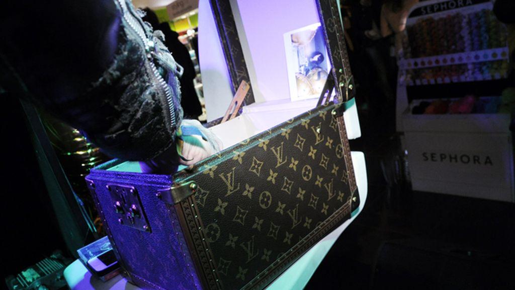 Mario Vaquerizo guarda sus CD´s en este precioso estuche de Louis Vuitton