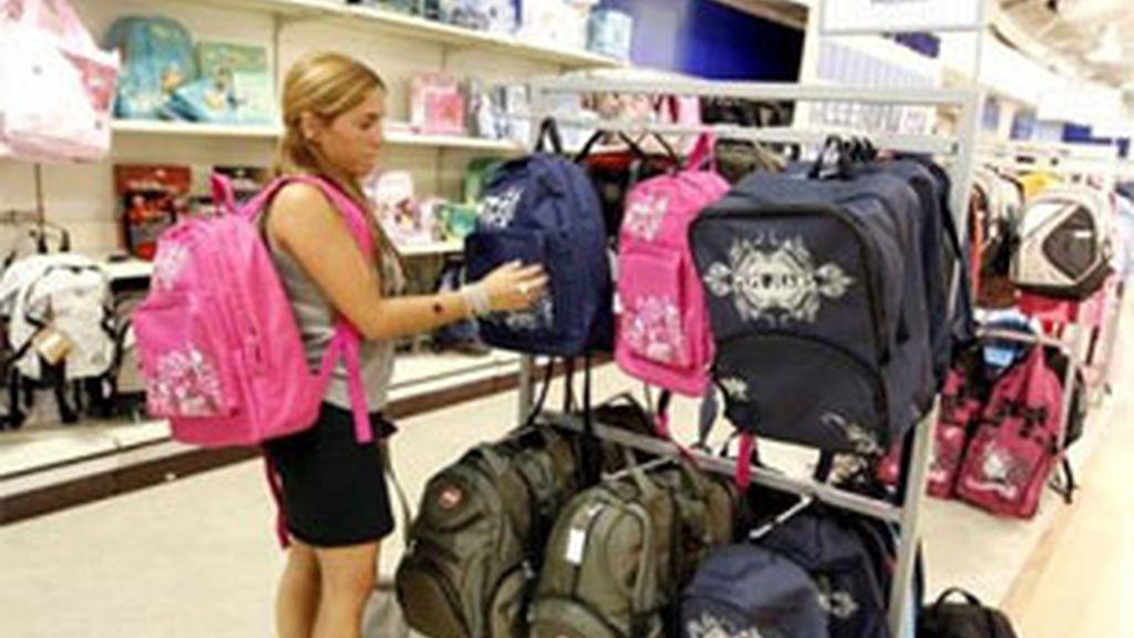 La ropa y el material escolar, lo que más dinero cuesta. Foto: EFE.