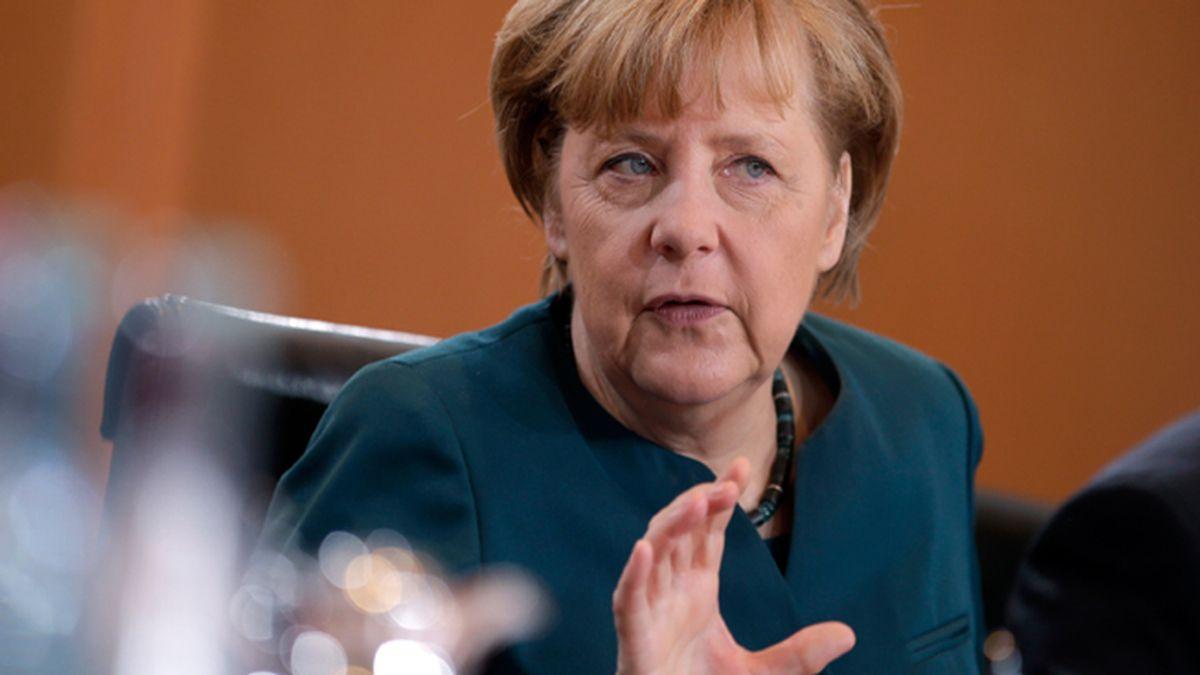 Hollande y Merkel estudian una red de comunicaciones europea que no pase por EEUU