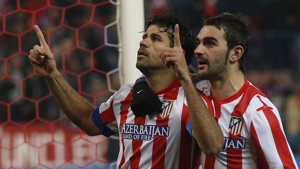 Diego Costa y Adrián celebran el penalti ante el Sevilla