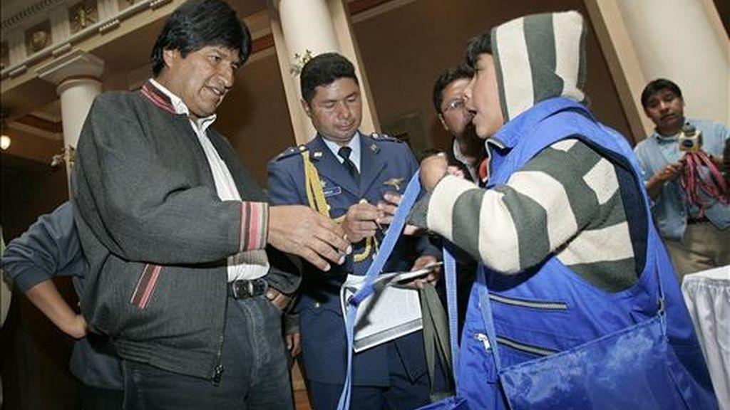 El presidente boliviano, Evo Morales, cumplió su cuarto día de huelga de hambre en el Palacio de Gobierno para exigir que los opositores den curso a esa normativa que garantizará las elecciones del 6 de diciembre próximo. EFE