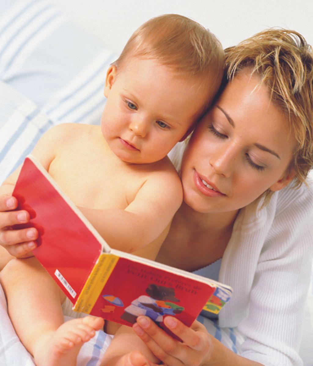 Leer un cuento a su bebé antes de dormir es tan importante como una buena alimentación