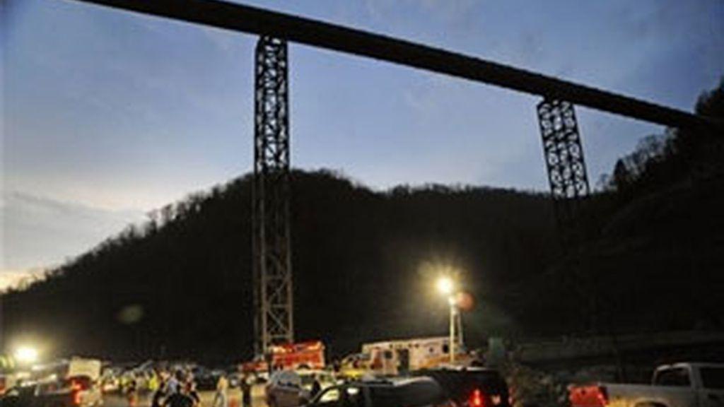 Los servicios de emergencias han trabajado toda la noche. Foto: AP