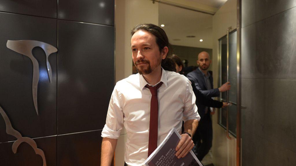 Pablo Iglesias presenta el documento con las propuestas de Podemos para un Gobierno de coalición con el PSOE e IU