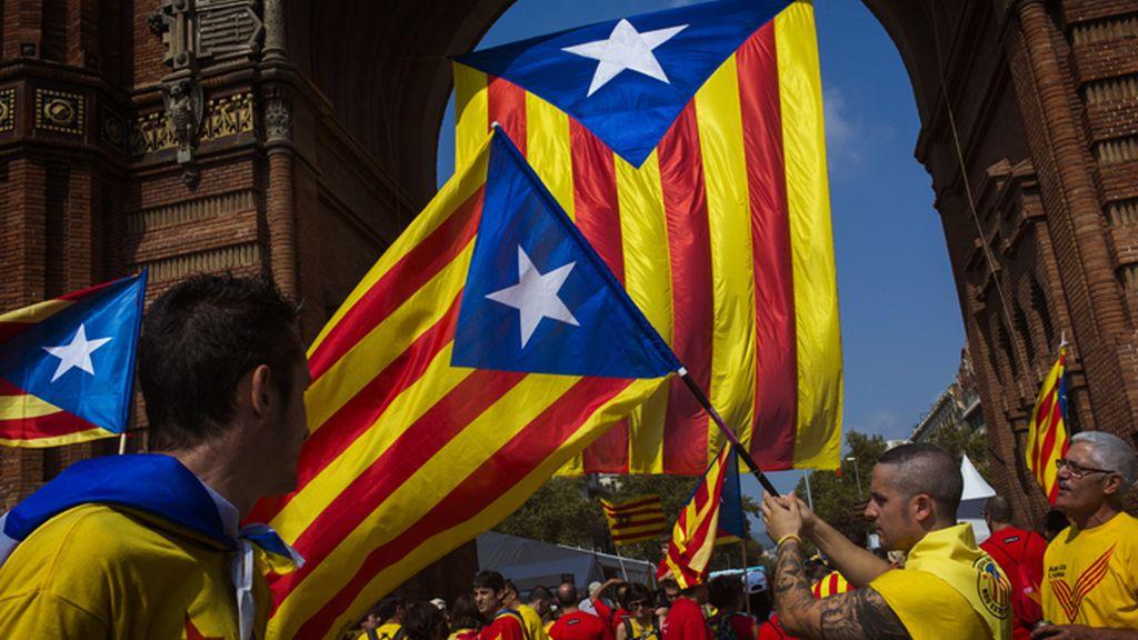 Manifestación a favor del referéndum reune a miles de ciudadanos en Barcelona
