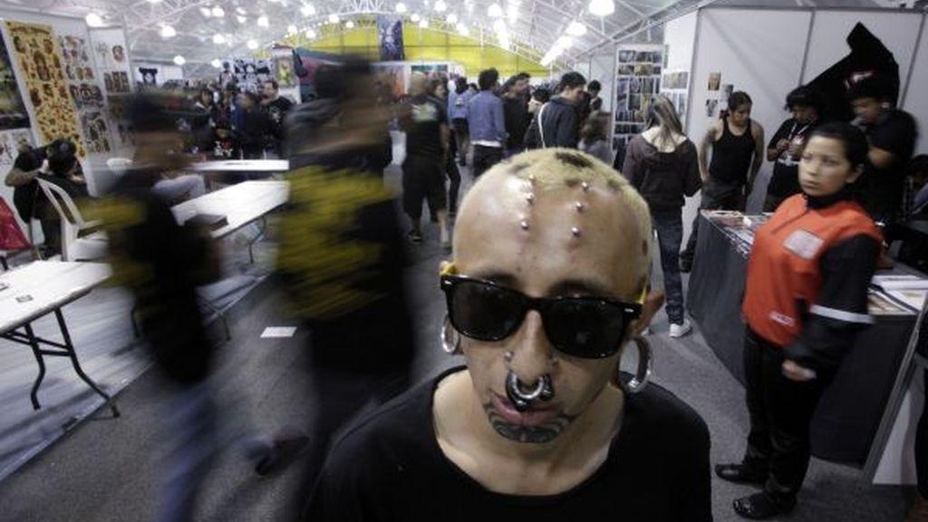 Piercings y pinchos en la cabeza