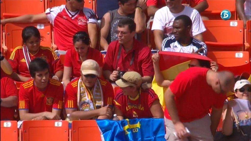 Aficionados españoles en la grada en Miami