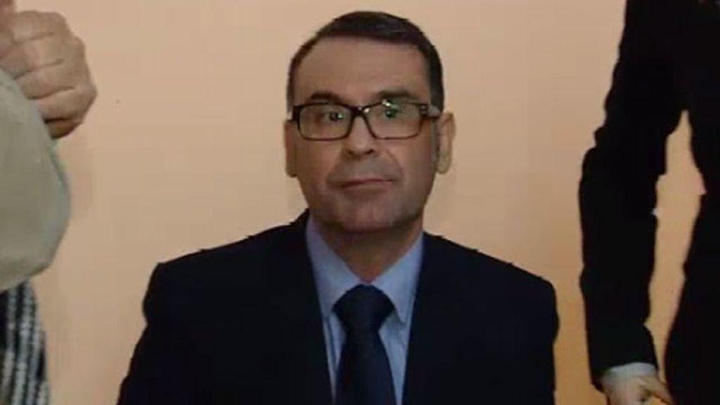 El alcalde de Parla se encierra en la sede de la Comunidad de Madrid por la interrupción del servicio del tranvía