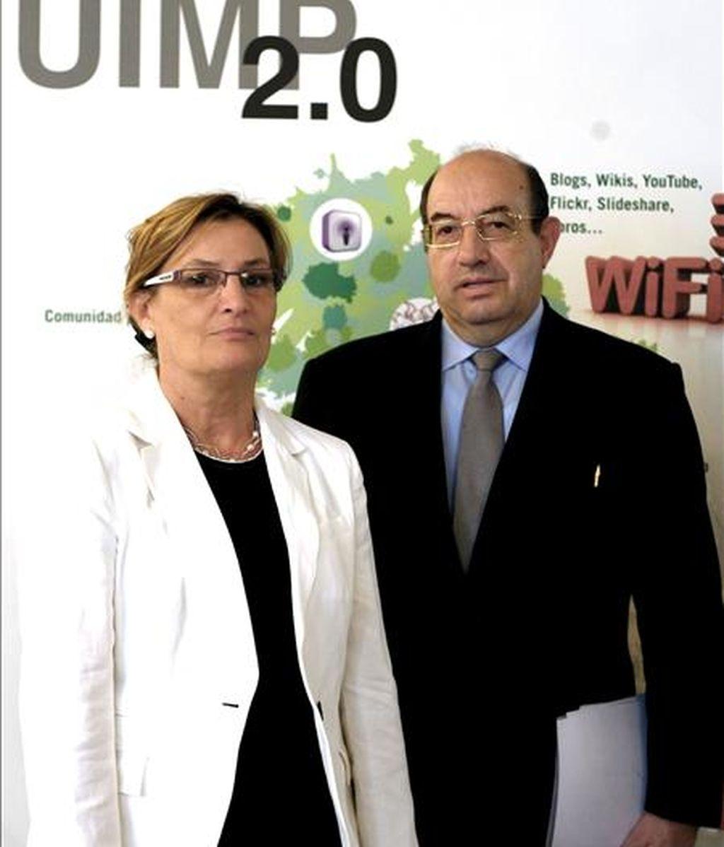 Imagen de agosto de 2008 en la que aparece el rector de la Universidad Internacional Menéndez Pelayo, Salvador Ordóñez momentos antes de la presentación la evaluación del proyecto UIMP 2.0 y su portal web.  EFE/Archivo