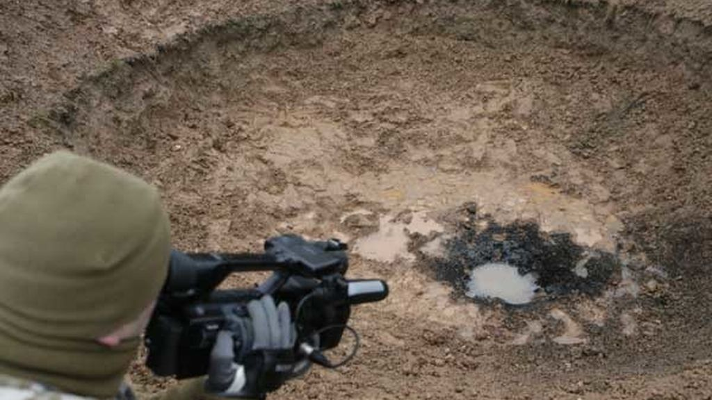 Un falso meteorito abre un enorme cráter