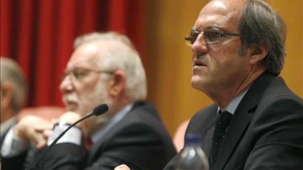 El ministro de Educación, Ángel Gabilondo (d), y el rector de la Universidad Complutense, Carlos Berzosa, hoy en Madrid en la clausura del Congreso Internacional de Educación Superior, organizado por la Presidencia Española de la UE. EFE