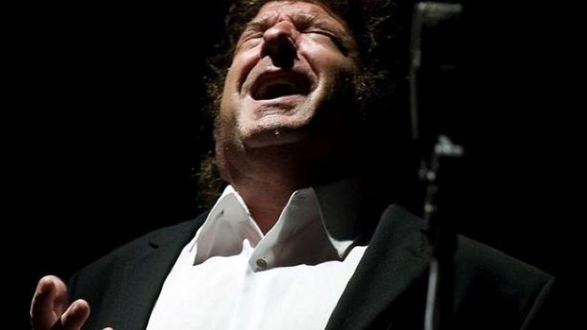 El cantaor Enrique Morente ha fallecido en Madrid a punto de cumplir los 68 años. Su vida, un torbellino de flamenco que lo llevó a ser reconocido como uno de los máximos responsables de la renovación del cante.