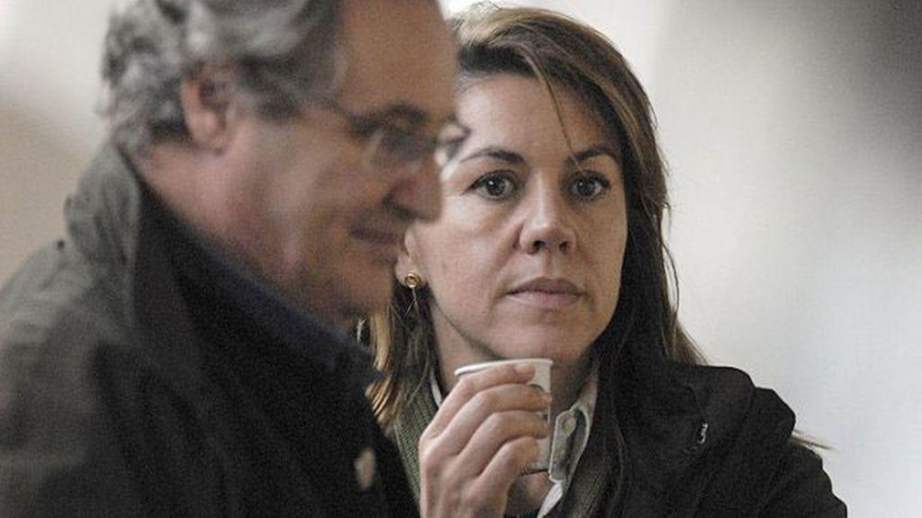 María Dolores de Cospedal, junto a su marido Ignacio López del Hierro