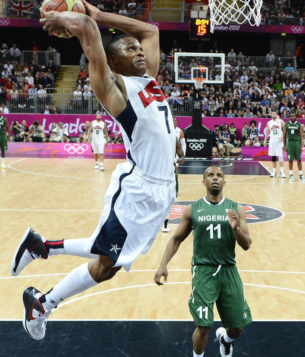 Russel Westbrook hace un mate ante Nigeria