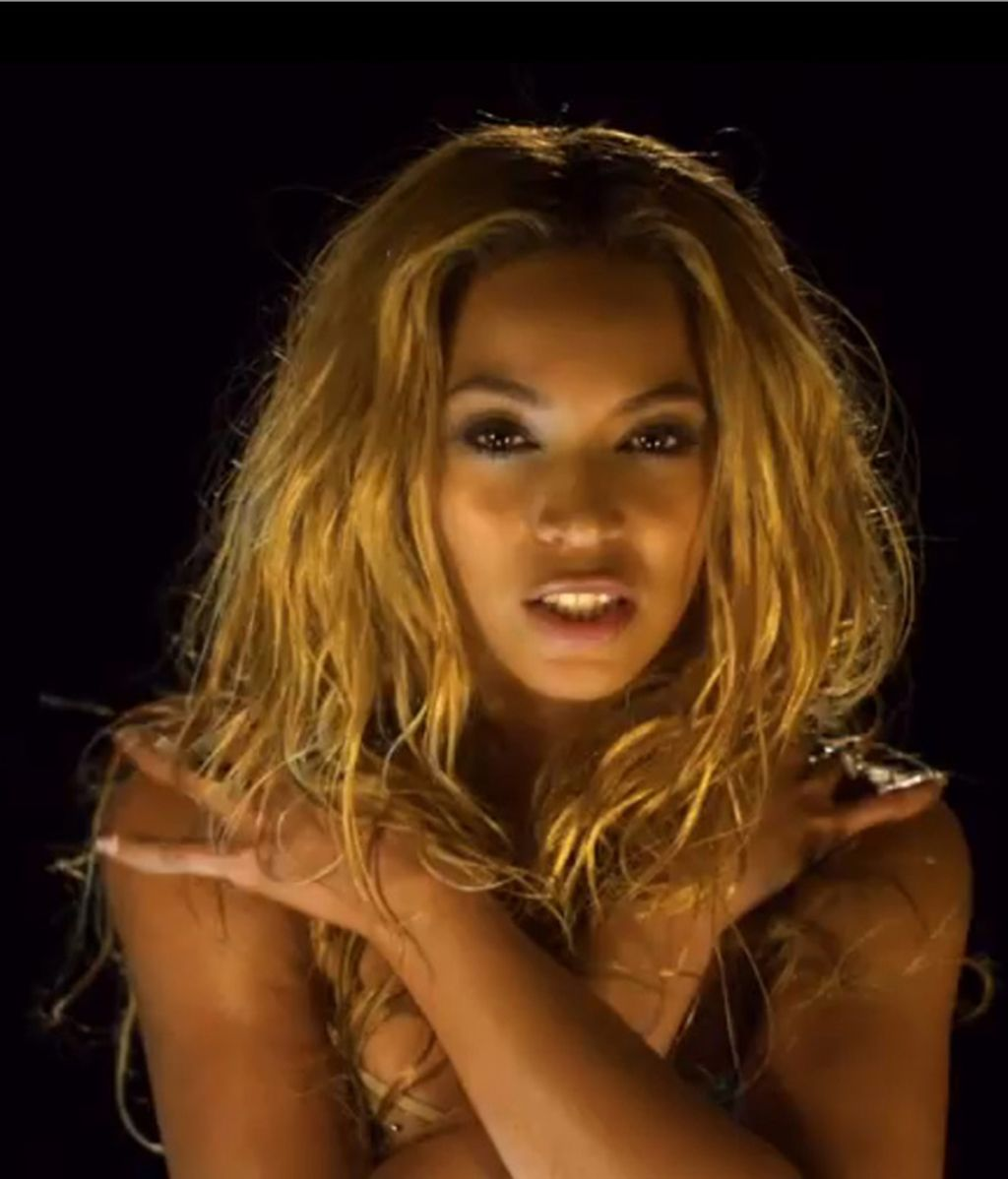 Beyoncè suda en su nuevo vídeo