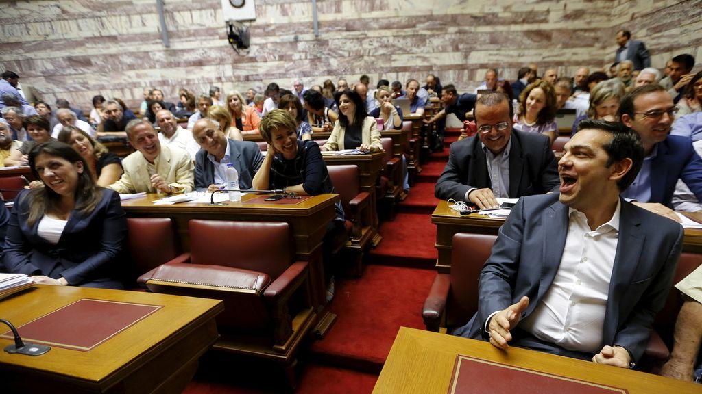Tsipras en el Parlamento de Atenas durante el debate sobre el tercer rescate de Grecia