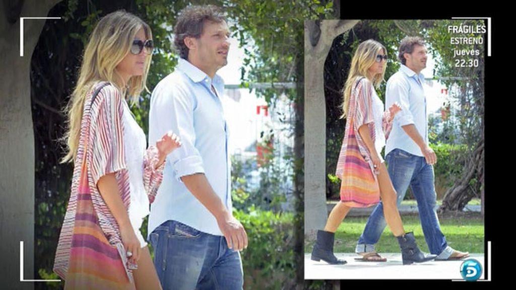 La pareja se ha dejado ver muy acaramelada por la isla Pitiusa