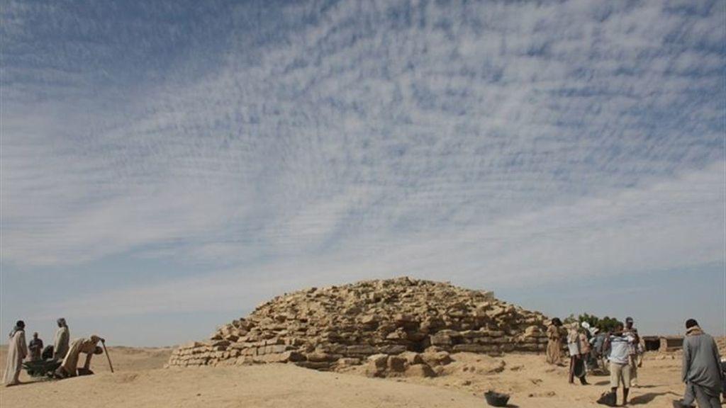 Descubierta una pirámide escalonada en Egipto