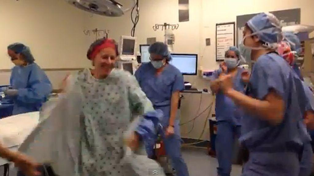 Deborah Cohan, bailando en el quirófano antes de su doble mastectomía