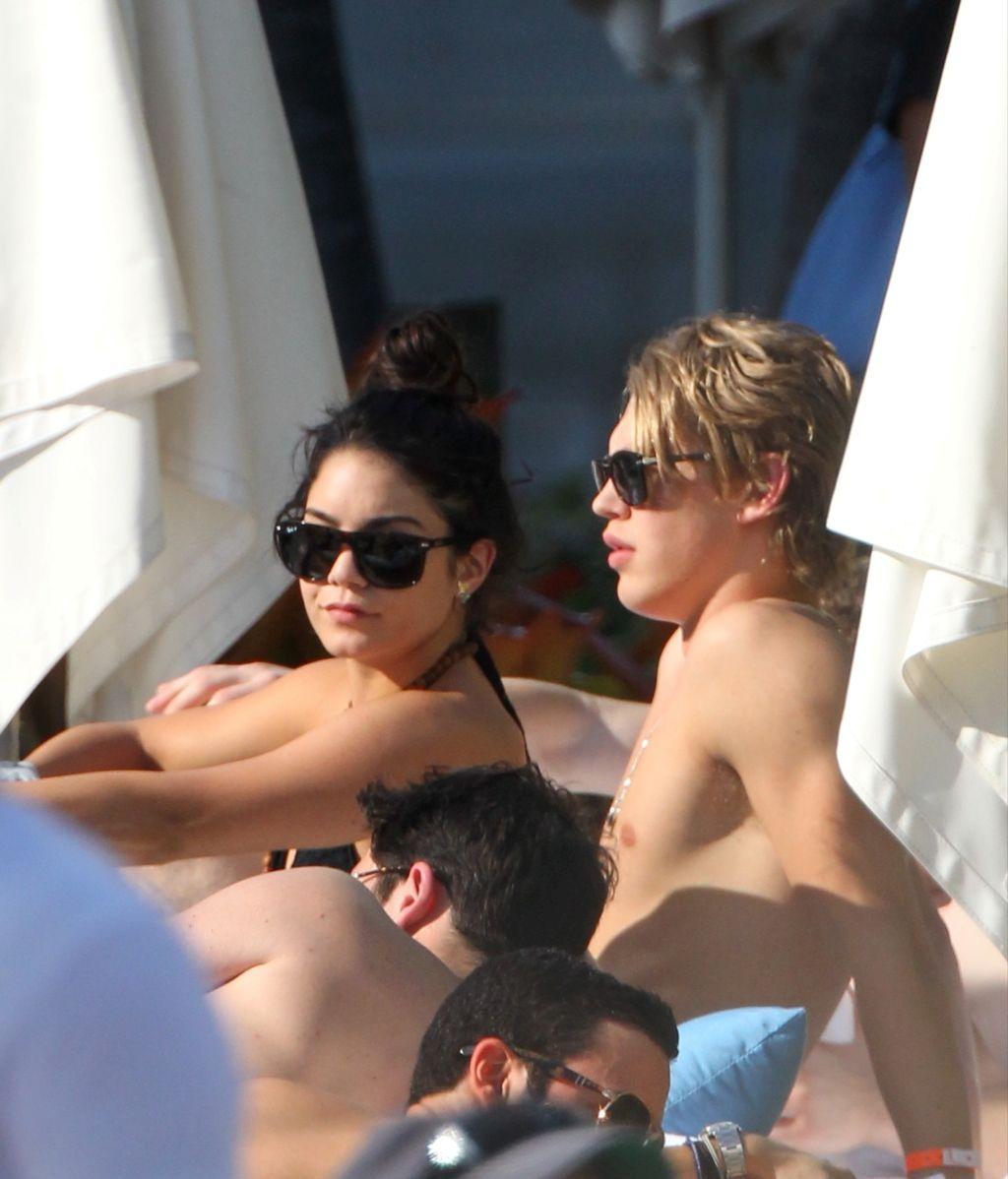 Vanessa Hudgens acaba el año con su nuevo novio en la playa