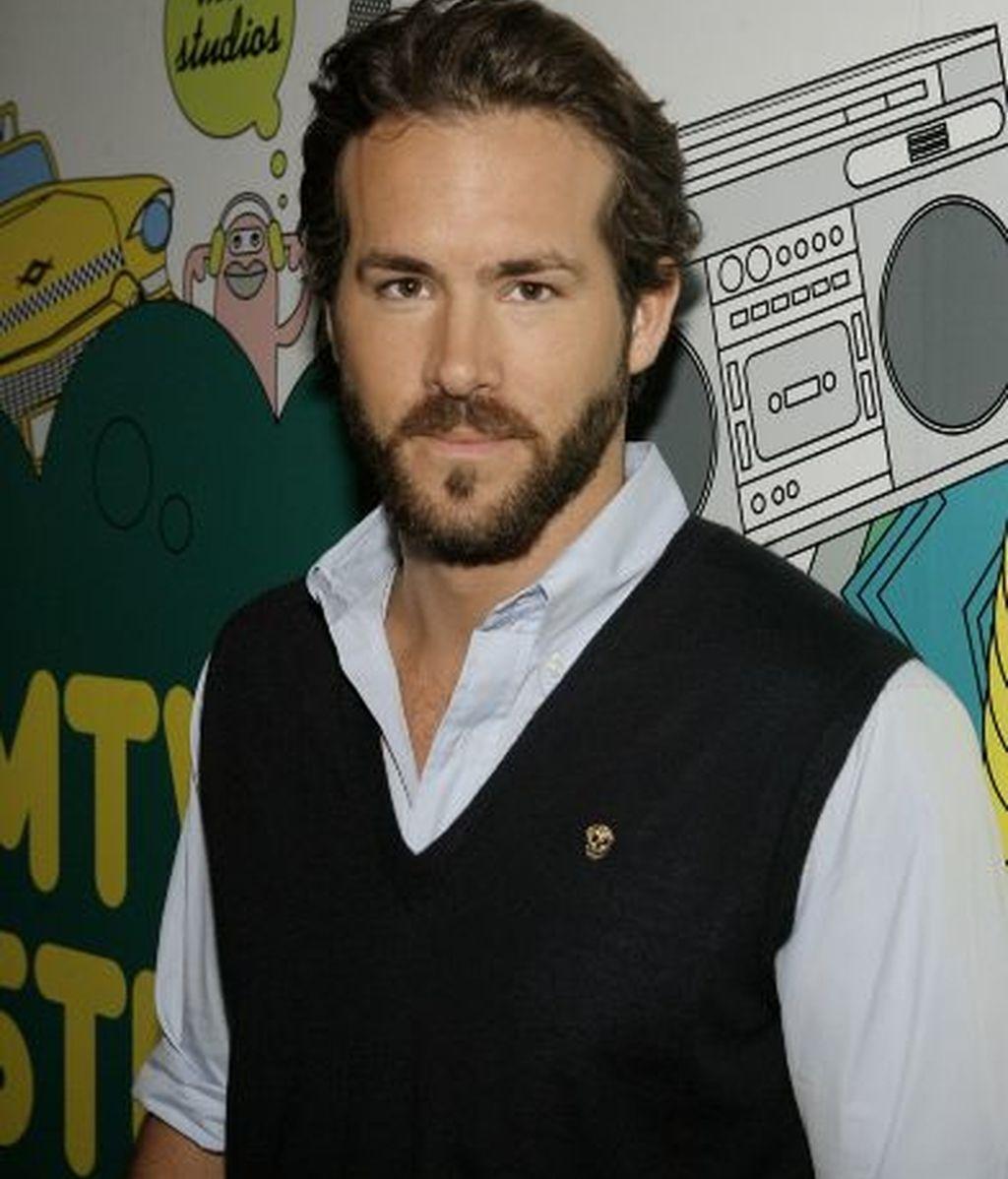 Scarlett Johansson se divorcia de Ryan Reynolds, el más sexy de 2010