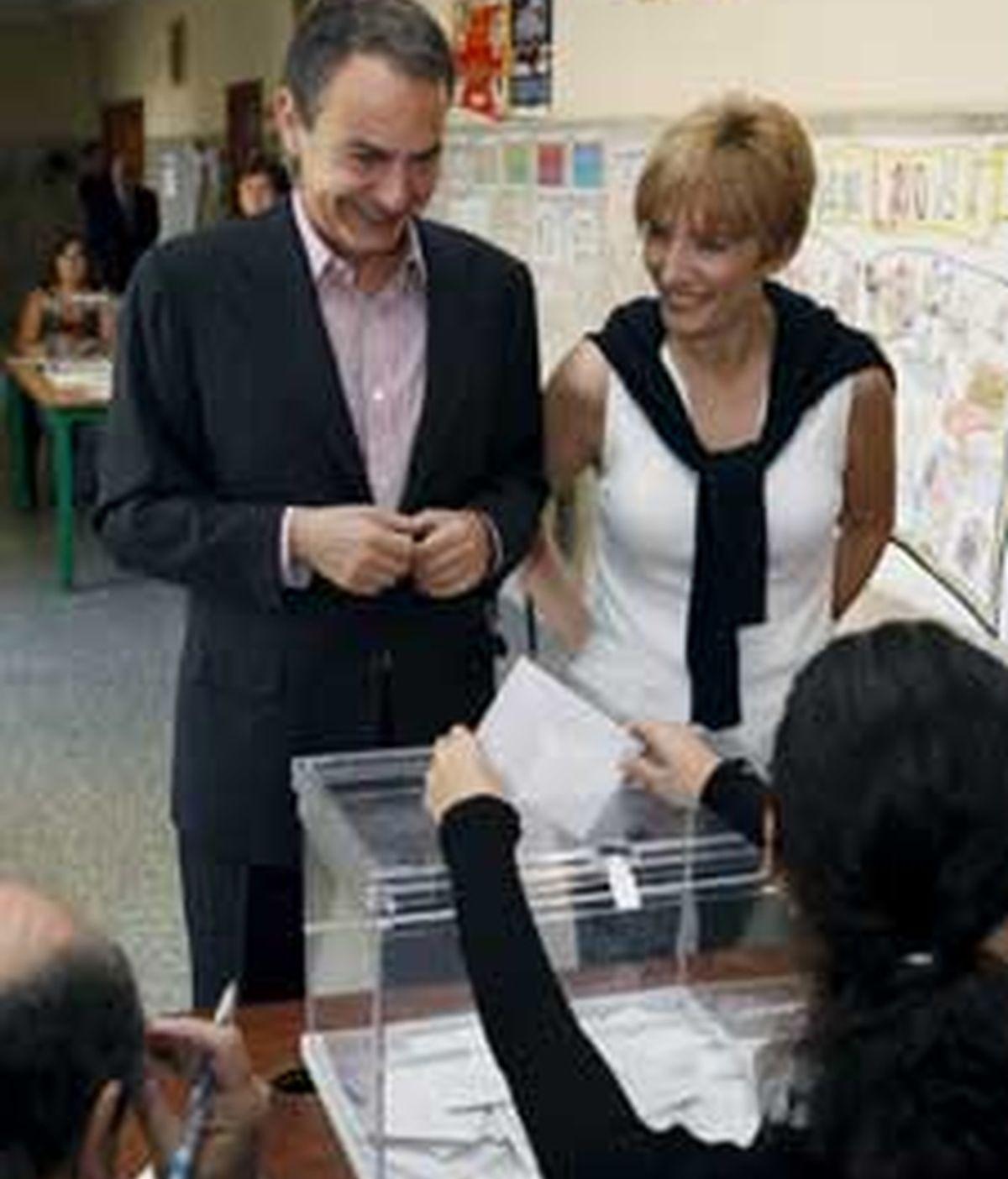 Zapatero y su mujer, Sonsoles Espinosa, acuden a votar. Foto: EFE
