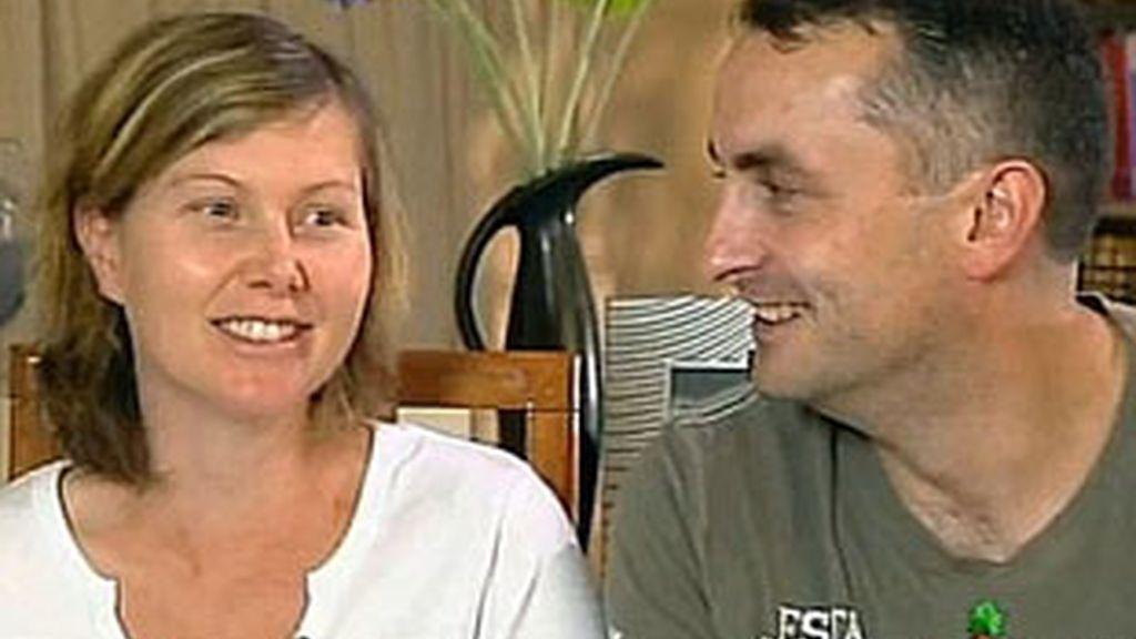 La felicidad de Rebecca y su marido quedó totalmente rota cuando le diagnosticaron la rara variante de Alzheimer. FOTO: Daily Mail
