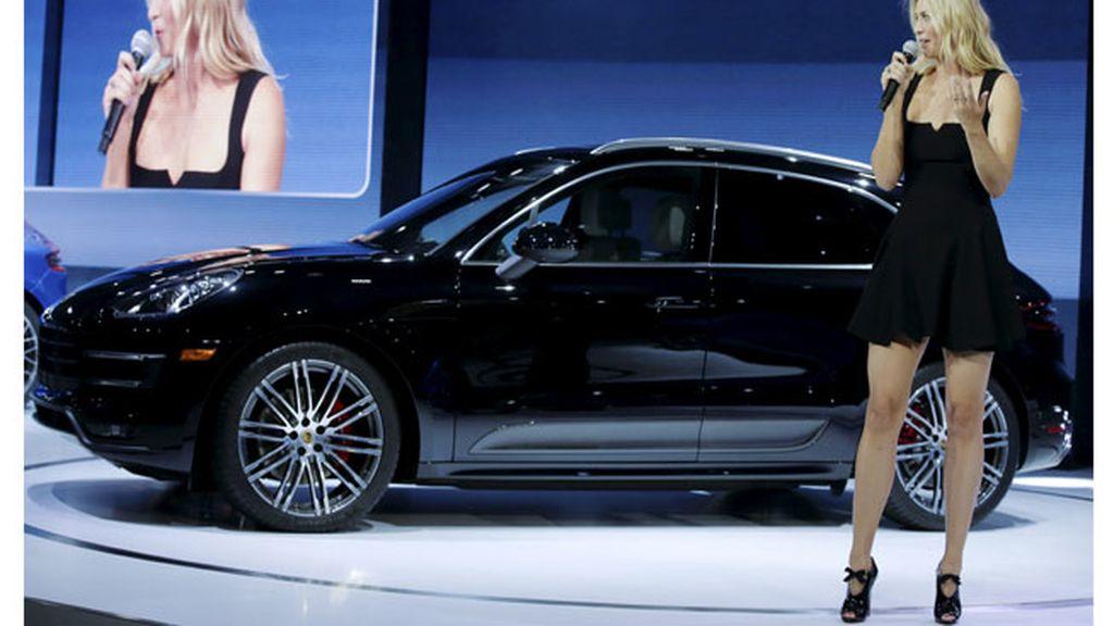 La tenista Maria Sharapova presenta el nuevo Porsche AG