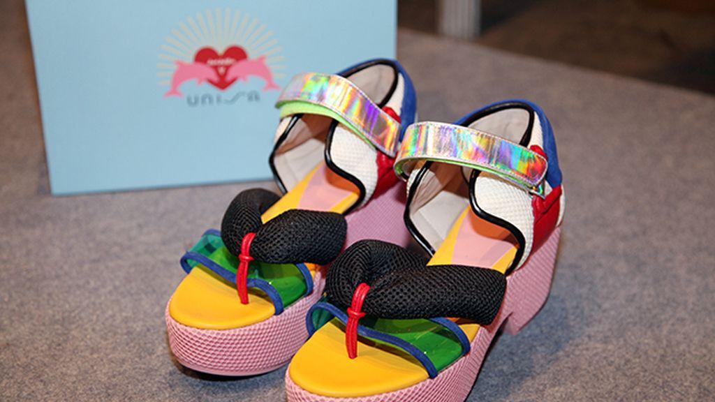 En esta ocasión Davidelfín ha diseñado los zapatos de la colección junto a la firma Unisa