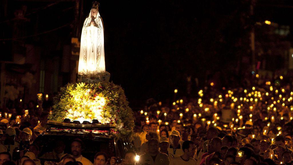 Miles de católicos en una procesión por la Virgen de Fátima en Brasil