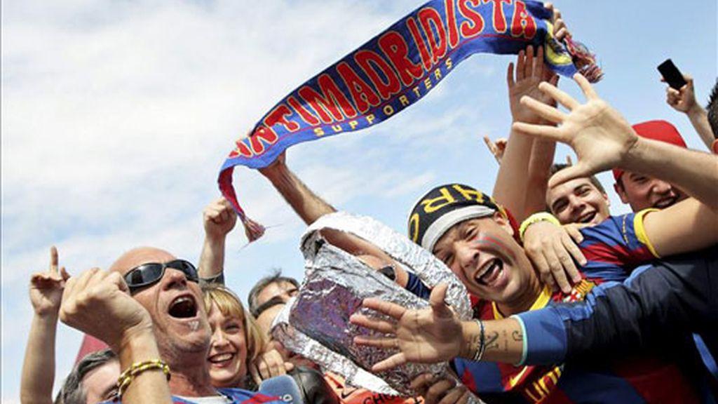 La zona norte de Mestalla acoge a miles de aficionados culés