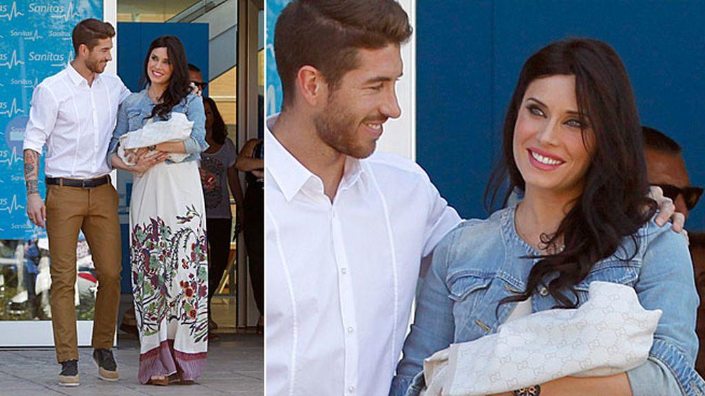 Ramos y Pilar Rubio presentan a su bebé a la salida de la clínica