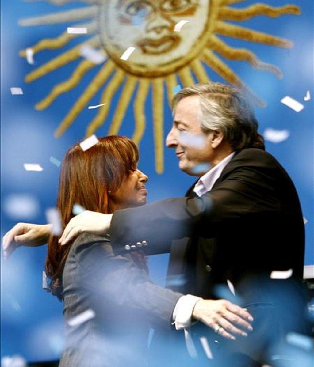 La necesidad de unir fuerzas para derrotar al matrimonio Kirchner, que lleva casi seis años en el poder, ha llevado a dirigentes opositores a dejar de lado diferencias que parecían irreconciliables. EFE/Archivo
