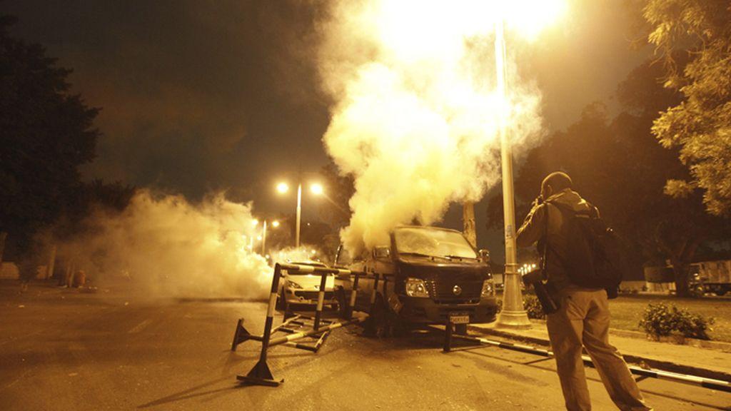 Las protestas obligan a Mursi a alejarse del palacio presidencial