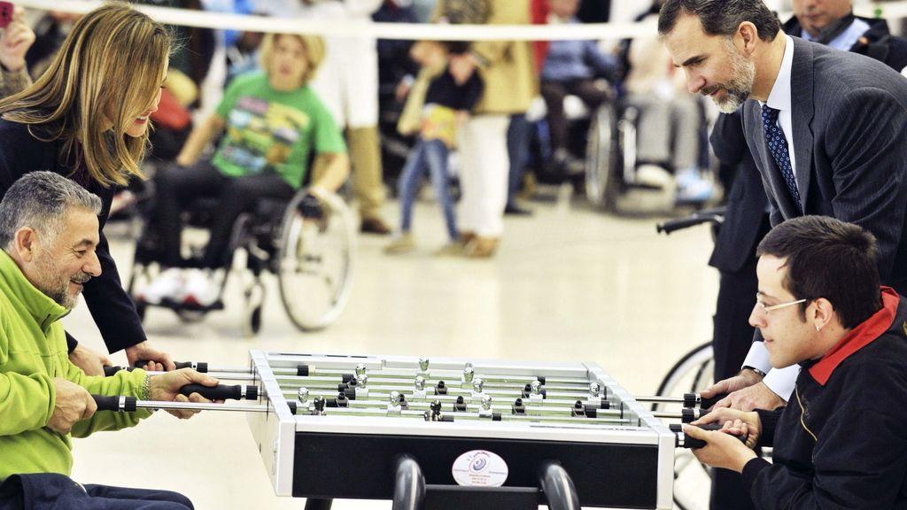 Los Reyes con los pacientes del Hospital de Parapléjicos de Toledo