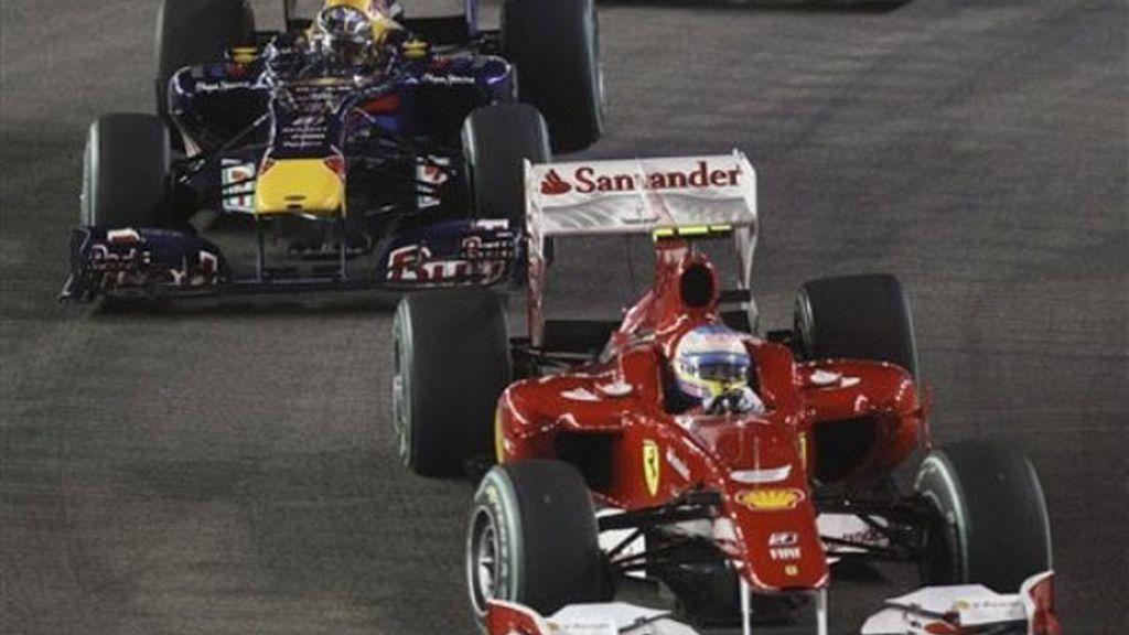 Épico duelo el que protagonizaron Alonso y Vettel desde la salida