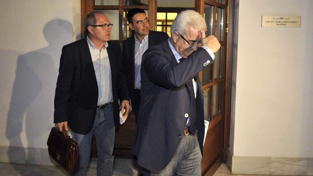 PSOE E IU siguen sin llegar a un acuerdo para evitar la ruptura del pacto