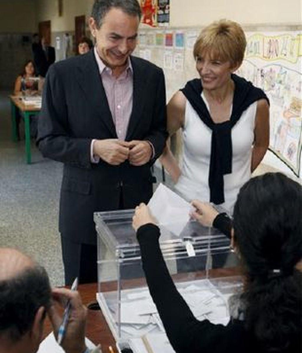 El presidente Zapatero ha votado en Madrid junto a su esposa Sonsoles Espinosa. Vídeo: ATLAS
