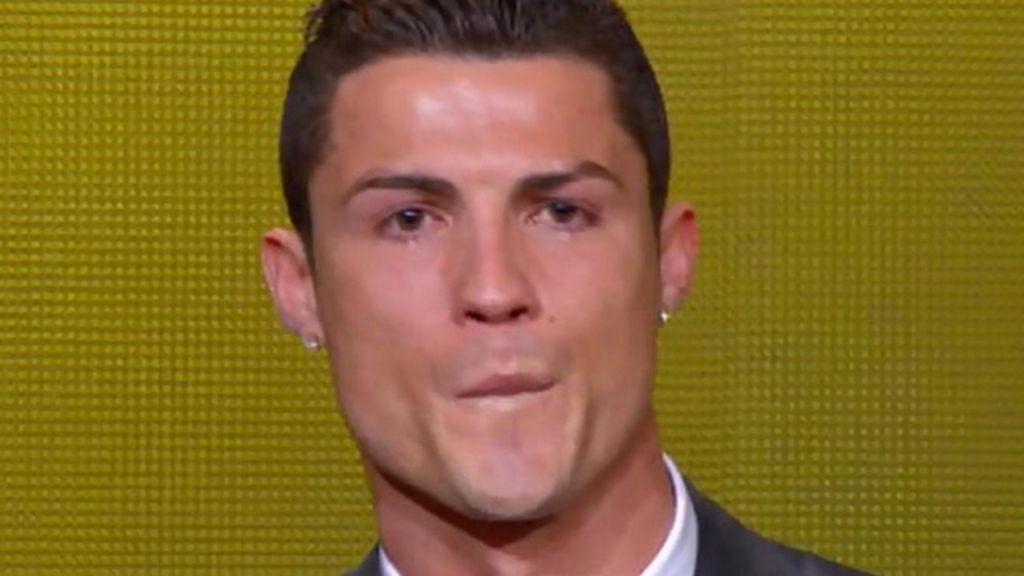 El portugués, llorando en el escenario
