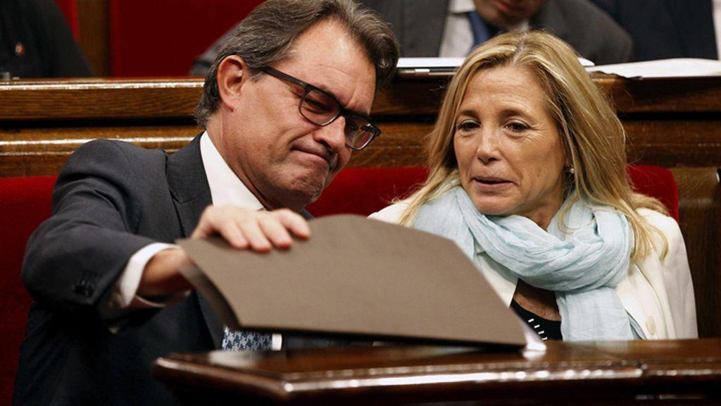 El pleno del Parlamento de Cataluña debate la ley catalana de consultas