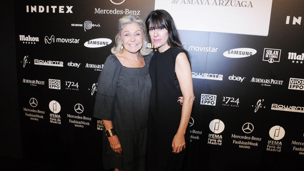 Beatriz de Orleans junto a Amaya Arzuaga en el kissing room
