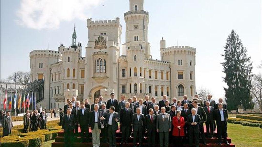 Foto de familia de la reunión informal de ministros de Asuntos Exteriores de la Unión Europea que se celebra en Hluboka nad Vltavou, República Checa. EFE