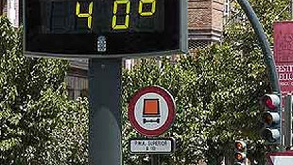 El termómetro se mantiene este domingo al rojo vivo en casi toda España. Foto: EFE.