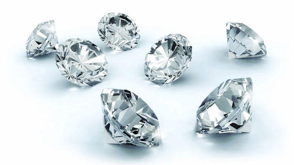b076ea60ef87 ¿Quieres un anillo de diamantes para tu boda  10 cosas que debes tener en  cuenta