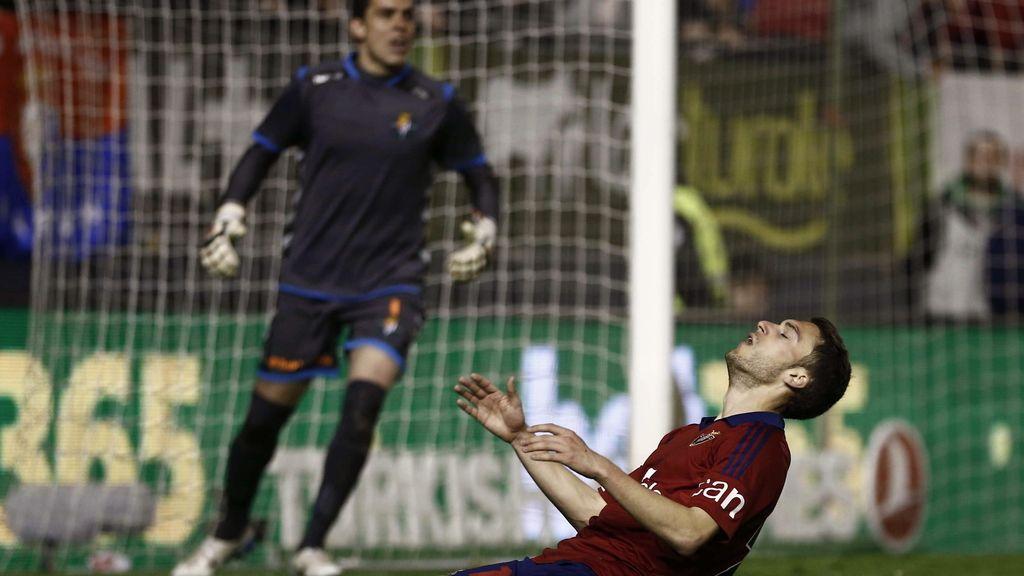 El jugador de Osasuna Roberto Torres se lamenta tras una ocasión fallada ante el Real Valladolid