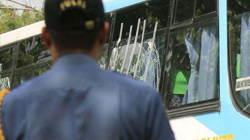 En la imagen, un agente de la policía en Manila EFE/Archivo