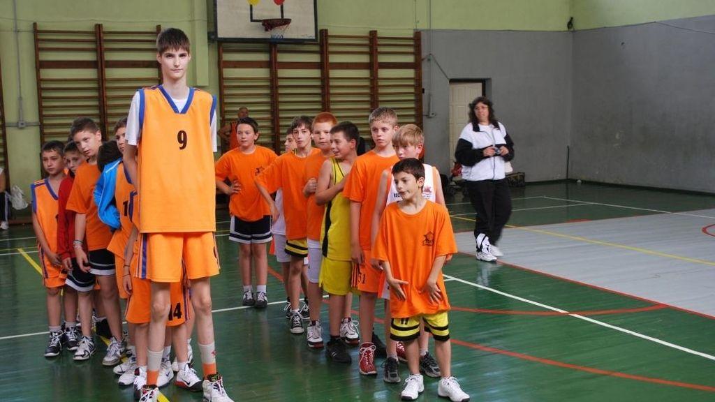 Robert Bobroczky solo tiene 13 años y ya mide más de dos metros