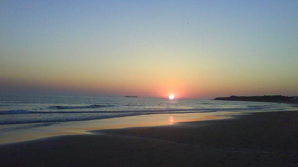 Fotografía de la Playa la Barrosa, Castillo de Santi Petri. Enviada por Manuel.